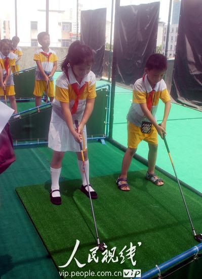 Hainan's 1st school golf driving range open in Haikou