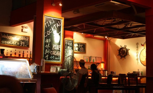 Relax yourself in live music bars in Sanya
