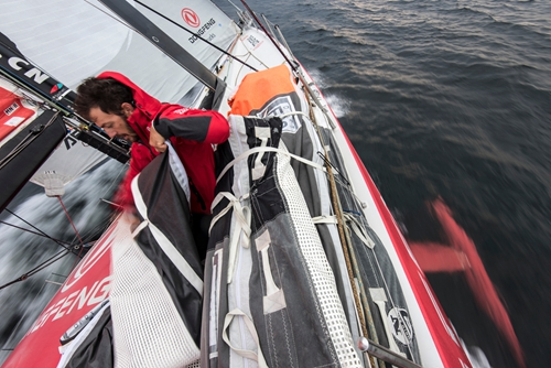 Dongfeng Team survives Malacca Strait, securing first place in leg 3