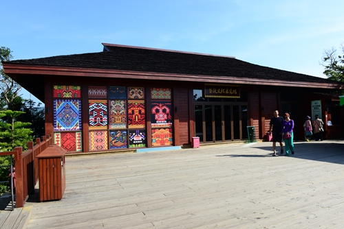 Culture Exhibition Hall of Li People opens at Yalong Bay Tropical Forest Park