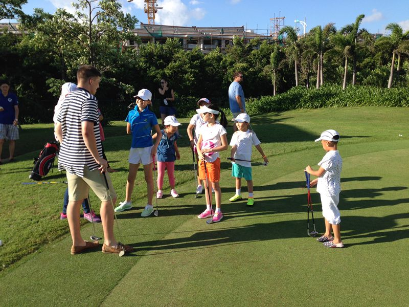 Learn English and play golf at the Future of Golf School in Sanya