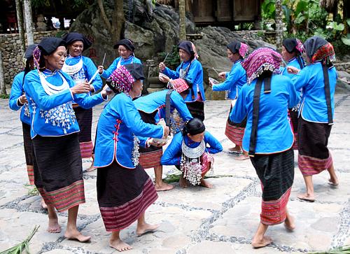 Experience Hainan culture, come for Li people's Tiao Niang Dance