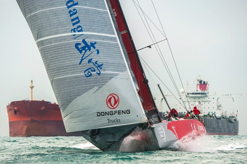 Sail break scare for Dongfeng Team as Leg 3 lead is cut