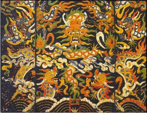 Go for Dragon Quilt, the most treasured of Li brocades in Hainan