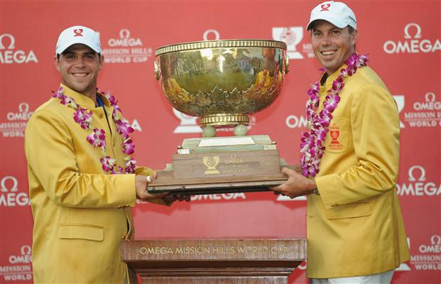 Woodland and Matt Kuchar of USA with the trophy for winning the Omega Mission Hills World Cup at the Mission Hills' Blackstone Course on November 27, 2011 in Hainan Island, China.