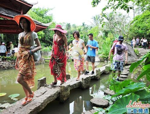 Toursits in Sanya Yalong Bay Forest Park during May Day holiday