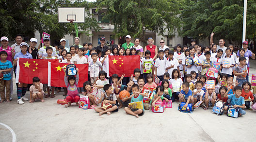 Pro golfers from LET Sanya Ladies Open visit Houhai School in Hainan