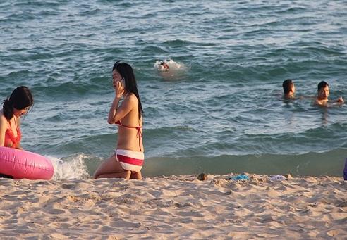Beach girls Sanya