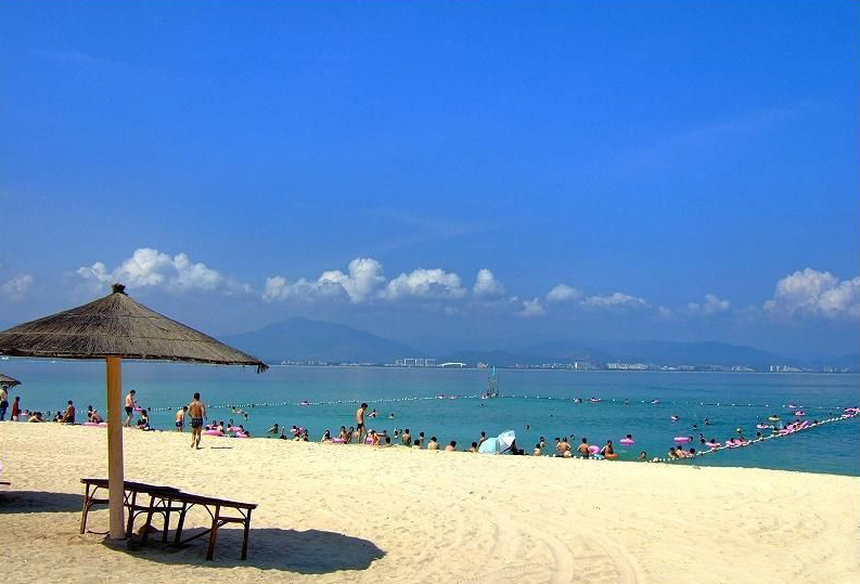 Luxury hotels taking up beaches and views sparks debate in Hainan