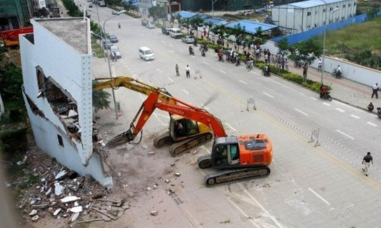 3-storey super-thin building in Haikou demolished