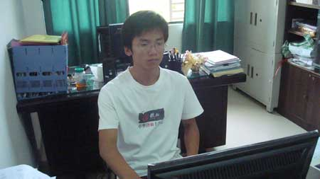 Luo Yi, a needy student of Qiongzhou Univ. wins fame for inspiring poems