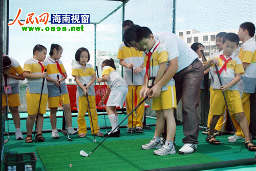 Hainan's 1st primary school driving range opens in Haikou Meishe School