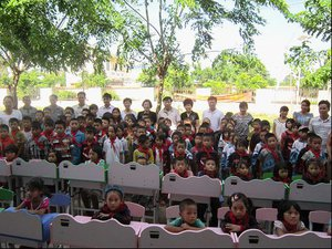 School desk donation for impoverished children launched in Hainan Dongfang