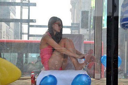 shenyang bikini clad model