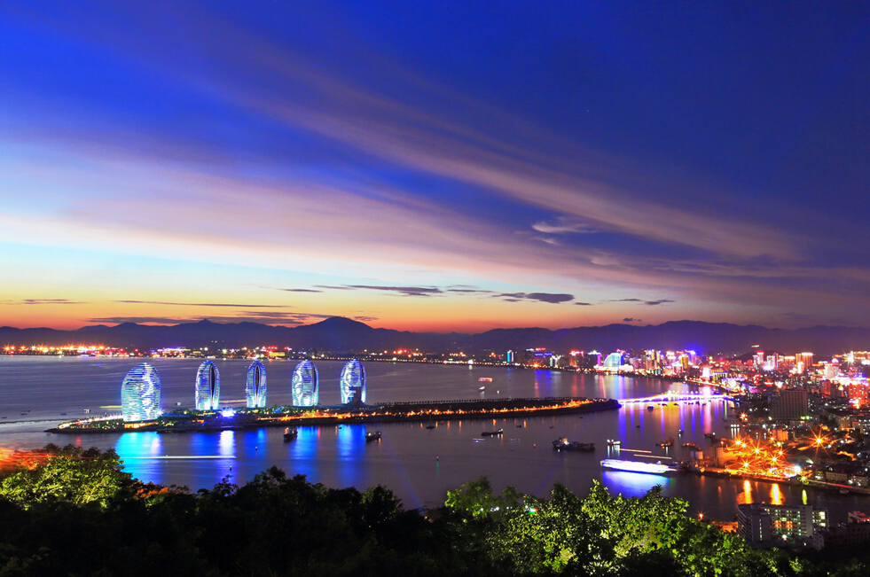 Where to enjoy stunning cityscapes at night in Sanya