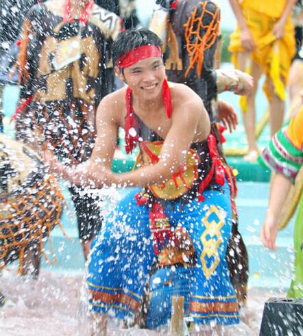 2015 Hainan Qixian Hotspring Water-Splashing Festival to open Aug 19