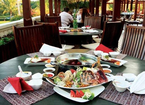 Savor seafood hotpot on your trip to Sanya