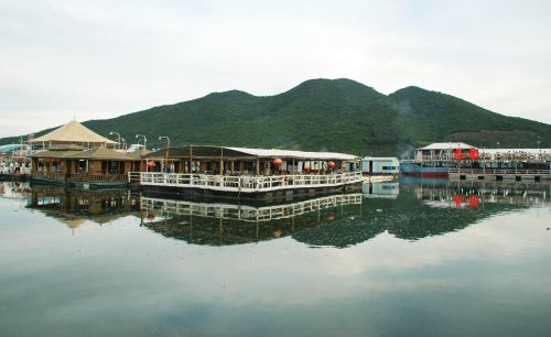 3 restaurants to enjoy seafood during your autumn trip to Sanya