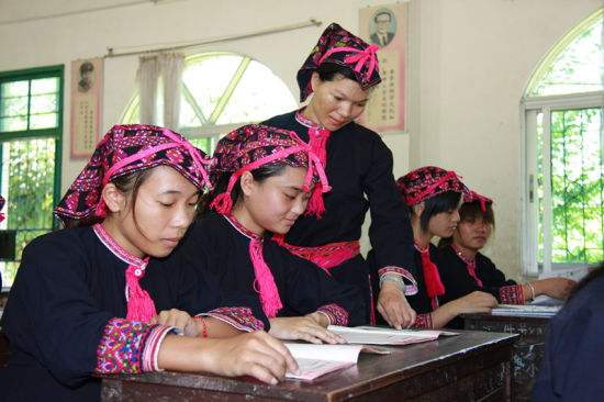 Hainan increases school allowances to attract more rural teachers
