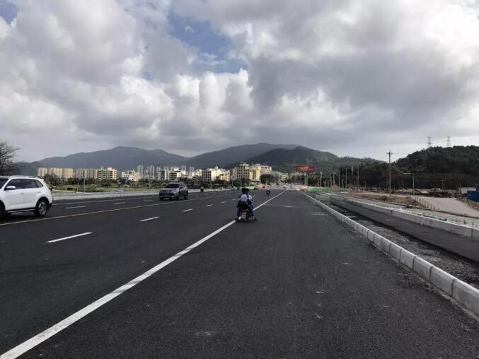 Upgraded road section eases traffic between Tiandu & Yalong Bay