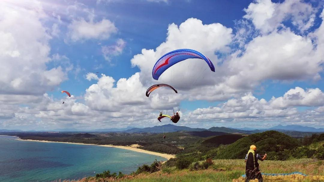 2020 Zhengmen Ridge Haiya Paragliding Invitational Tournament opens in Longgun Town, Hainan